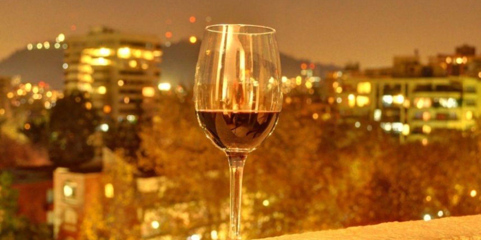 Libra Del 24 de septiembre al 23 de octubre (elemento: aire). En una copa, coloca un poco de vino o jugo de uvas, ponla a serenar bajo la luna llena cubierta con una servilleta para evitar que entren los insectos. Foto:Flickr