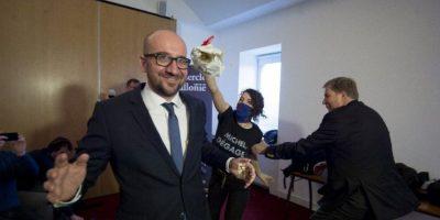 Primer Ministro de Bélgica es atacado por activistas