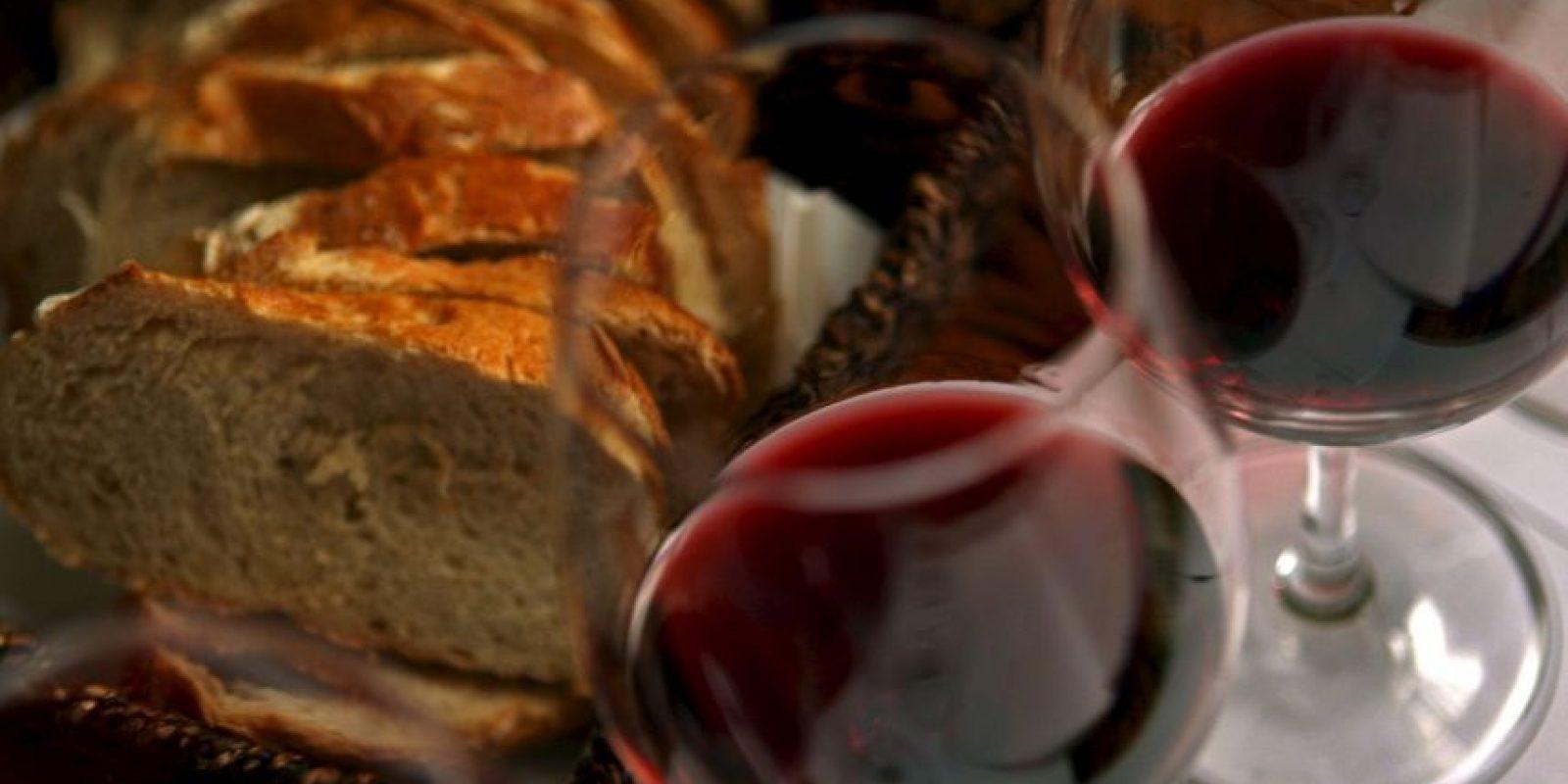 El alcohol juega un papel primordial para el aumento de la libido. Foto:Getty Images