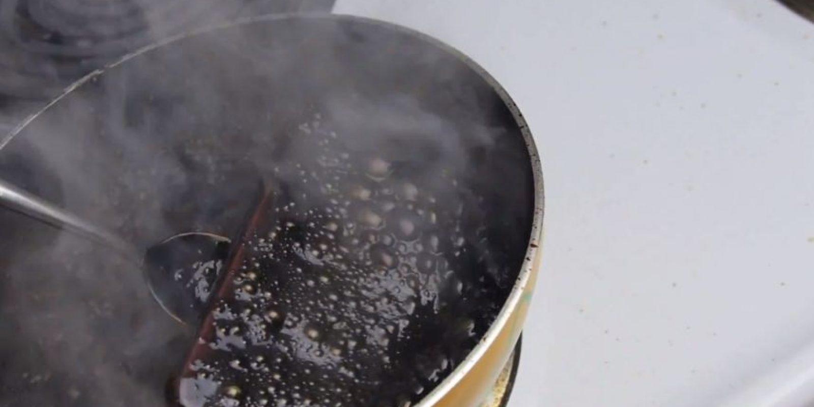 El líquido se comenzó a hacer espeso. Foto:TechRax / YouTube