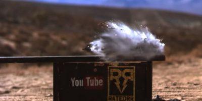 El impacto del calibre 50 destruyó por completo al iPhone 6. Foto:FullMag