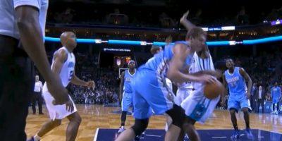 Además su equipo, Denver, cayó con Charlotte Foto:Youtube: Bball around