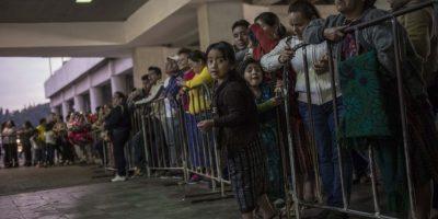 El aeropuerto albergó decenas de familias a la espera de sus parientes