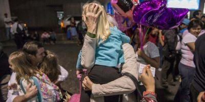 Diferentes generaciones se reunen en el aeropuerto para celebrar la navidad en familia. Foto:Oliver de Ros