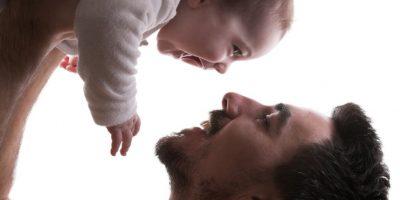 Estudio: Hombres pierden testosterona al convertirse en padres