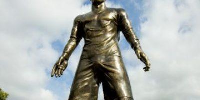 Estatua de Cristiano Ronaldo causa revuelo por pronunciado bulto entre las piernas