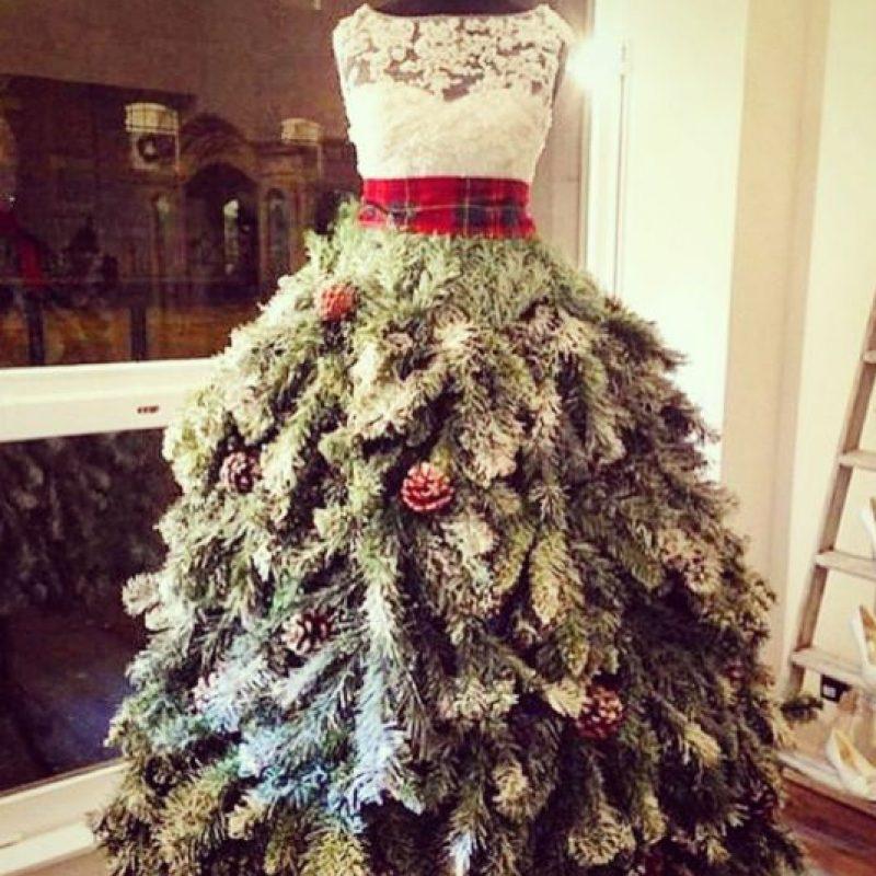 En días pasados, la cantante publicó su supuesto outfit navideño Foto:Instagram/Thalía