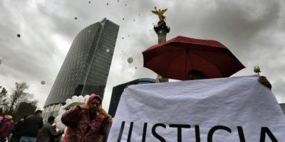 México: Padres de estudiantes desaparecidos gritan su dolor en Nochebuena
