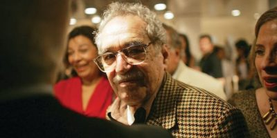 Gabriel García Márquez. Gabo (como era conocido en Latinoamérica) es considerado uno de los autores más importantes del siglo XX. El novelista, cuentista, guionista y periodista colombiano fue galardonado con el Premio Nobel de Literatura en 1982. Murió de neumonía, a los 87 años, el 17 de abril de este año en la Ciudad de México. Foto:AGENCIAS