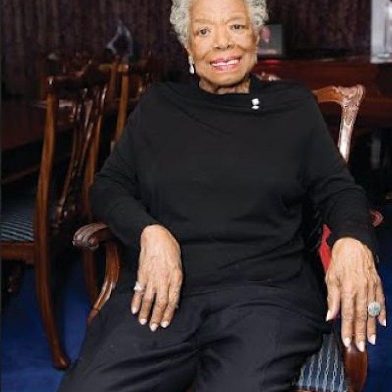 Maya Angelou Poeta, escritora y activista de derechos civiles de San Luis, EE. UU., murió el 28 de mayo a los 86 años. Angelou se hizo famosa por su serie de siete autobiografías, centradas en su infancia y sus experiencias de adulto joven. Foto:AGENCIAS