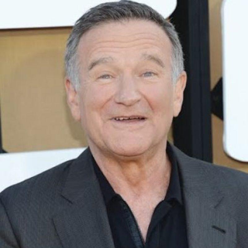 Robin Williams El comediante estadounidense nos dejó a los 63 años, el 11 de agosto de este año, al suicidarse en su casa de California. Llegó a convertirse en una estrella de cine de fama mundial. Foto:AGENCIAS
