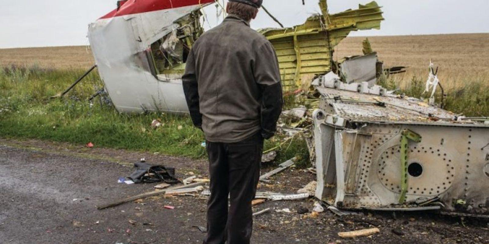 La desaparición del vuelo de pasajeros desde Kuala Lumpur a Pekín sobre el océano Índico, el 8 de marzo de este año, sorprendió al mundo entero. El avión llevaba 12 tripulantes y 227 pasajeros. Otro vuelo de Malaysian Airlines se presume que fue derribado el 17 de julio, acto en el que murieron los 283 pasajeros y 15 tripulantes a bordo. El Boeing se estrelló a 40 km de la frontera entre Ucrania y Rusia. Las razones de estos trágicos sucesos son todavía desconocidos. Foto:AGENCIAS