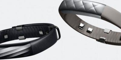 La tecnología mejorada de Jawbone, la bioimpedancia, envía una señal imperceptible a través del cuerpo entre los sensores a cada lado de la muñeca. El proceso dice ser más eficiente en el seguimiento de la grasa corporal, los niveles de líquidos, los patrones de sueño y otros datos personales. Utiliza sensores cubiertos de metal en la parte inferior de la banda. US$179.99 (jawbone.com) Foto:Archivo