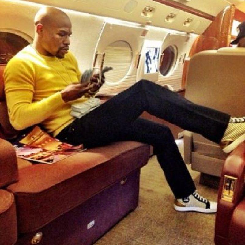 Así pasa el tiempo en su jet privado. Foto:instagram.com/floydmayweather