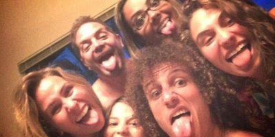 David Luiz con su familia y amigos. Foto:twitter.com/DavidLuiz_4