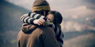 Estudio: Abrazos podrían protegernos de enfermedades