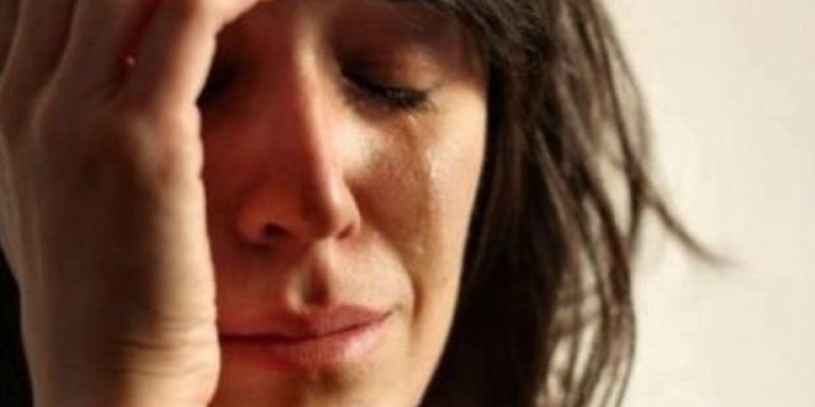 5. Ambas son producidas por los ovarios y son las culpables de que aparezca un enorme grano en su nariz o frente. Foto:Tumblr.com/Tagged/mujeres-sensibles