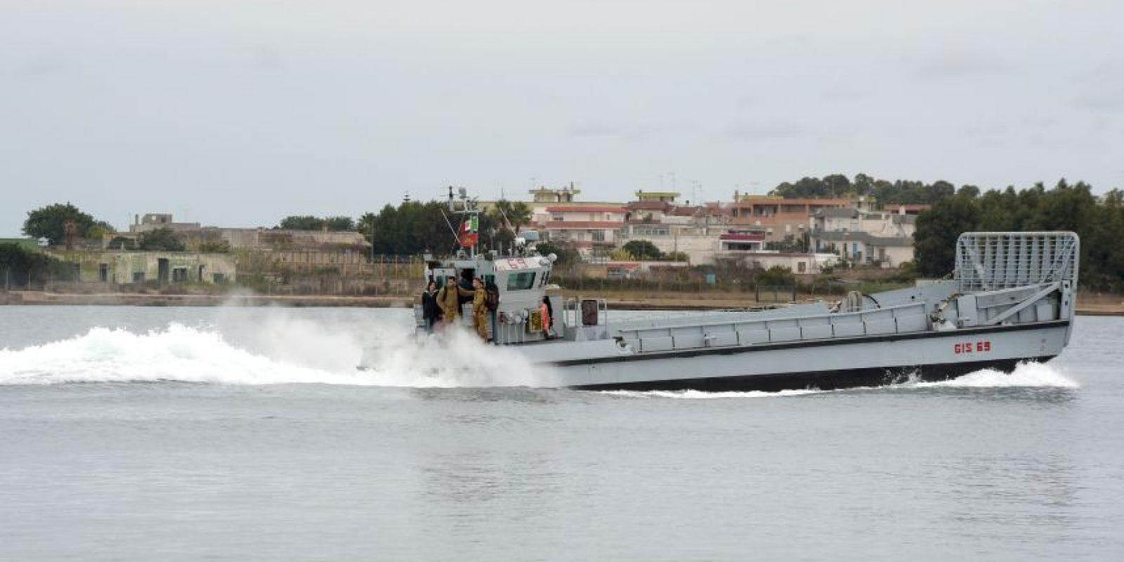 Las autoridades portuarias italianas han rescatado el cadáver de una de las personas que viajaban a bordo del barco mercante turco que naufragó en Italia tras colisionar con otro buque. Foto:AFP