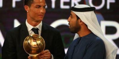 Cristiano al momento de recibir su premio. Foto:AFP