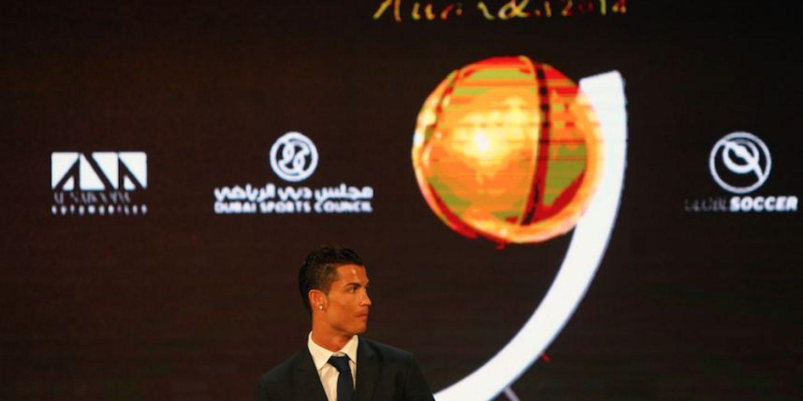 Dedicó el trofeo a compañeros del Real Madrid, el entrenador, al presidente del club y a quienes votaron por él. Foto:AFP