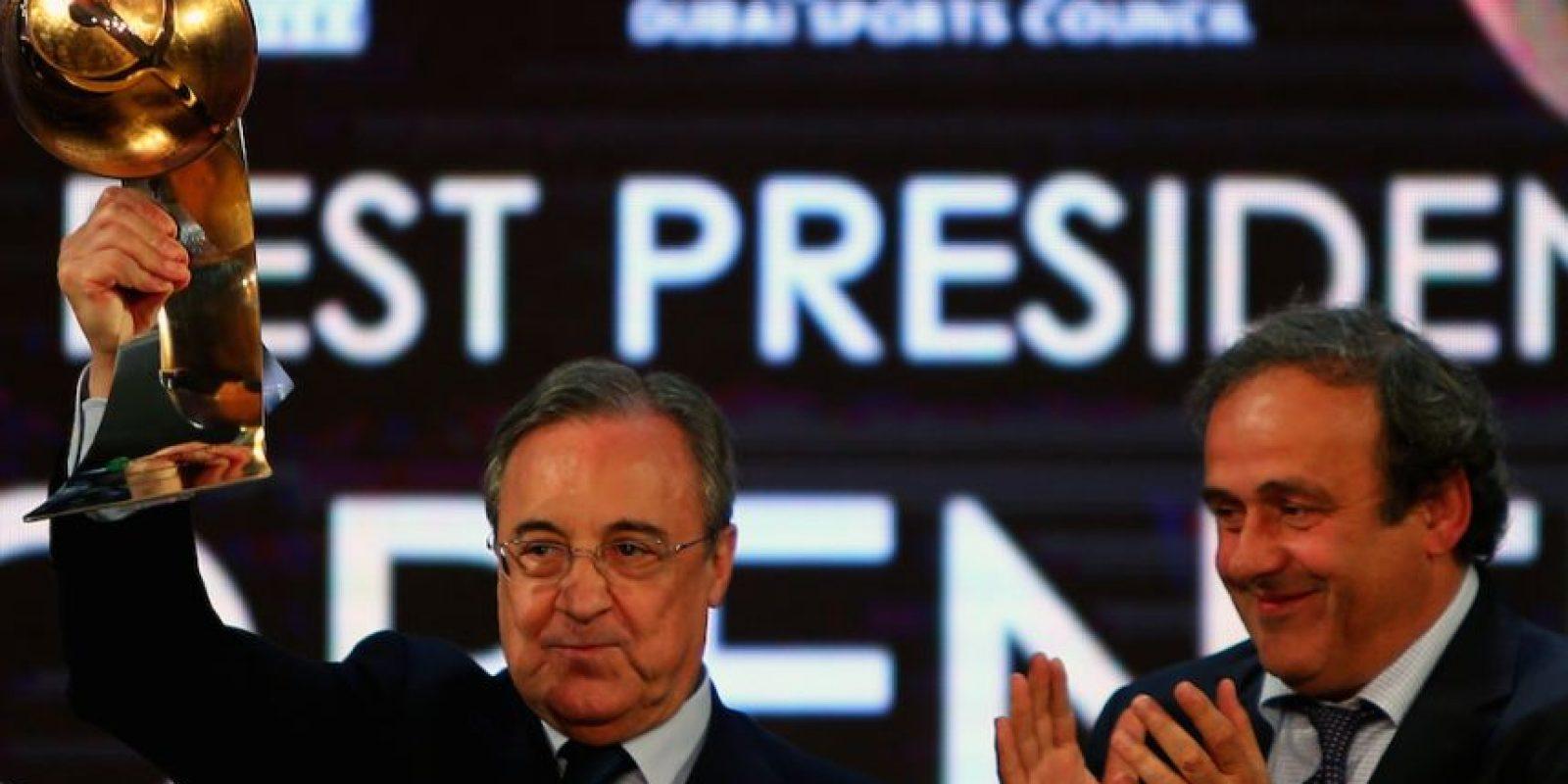 Florentino Pérez recogió el galardón del equipo del año. Foto:AFP