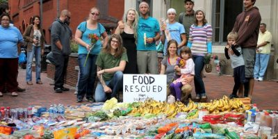 Conozcan a Rob Greenfield, el joven que solamente come de la basura