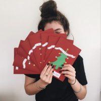Es toda una artesana y diseña sus propias tarjetas navideñas. Foto:Instagram/Lorde