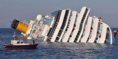 Costa Concordia: El lujoso crucero naufragó el 13 de enero de 2012, frente a la isla italiana de Giglio, en la región de Toscana. Foto:Getty Images