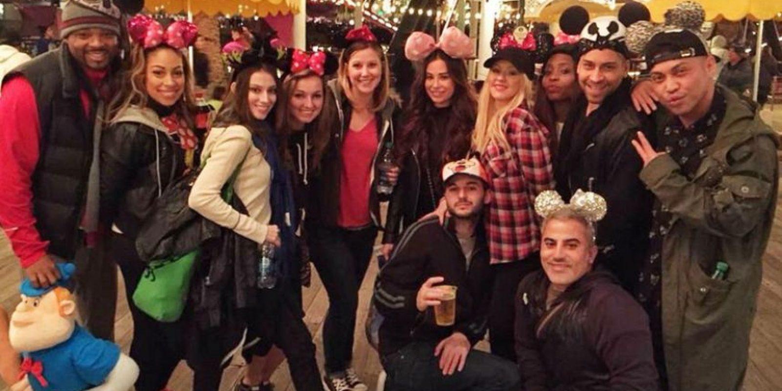 Christina Aguilera con sus amigos en Disney Foto:Instagram