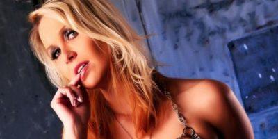 Fue despedida sin previo aviso al ser descubierta por líderes de la institución al ganar un premio como estrella porno. Foto:Vía Facebook.com/Julia.blond