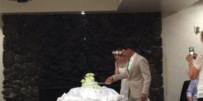Los novios cortando el pastel Foto:Instagram