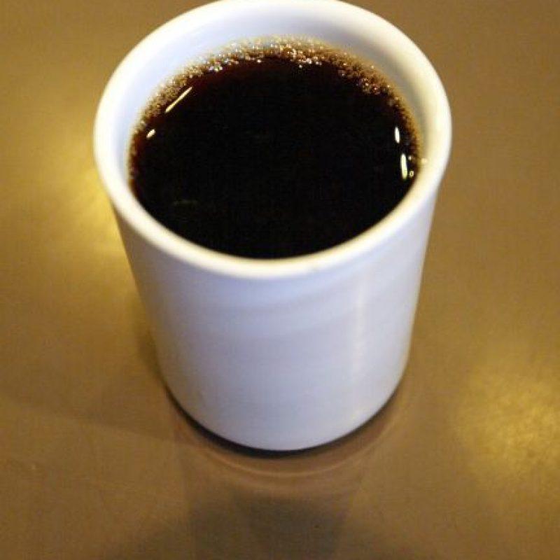 13. Beber cuatro tazas de café al día. Expertos creen que los fitoquímicos y antioxidantes del café protegen contra la diabetes y el mal de Parkinson y Alzheimer. Foto:Getty Images
