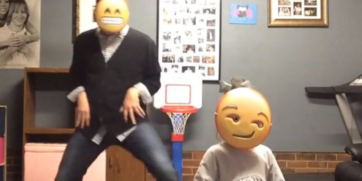 "VIDEO: ¡Regresaron! Padre e hija bailan al ritmo de ""Uptown Funk"" como emojis"