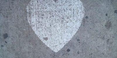 El psicólogo Michael Meaney de la Universidad McGill en Canadá realizó un estudio mostrando que las ratas que fueron muy cuidadas, es decir, que fueron queridas de bebés, crecieron con mayor fortaleza ante el peligro y el miedo. A diferencia de las ratas que no fueron tan queridas. Foto:Tumblr.com/Tagged/amor