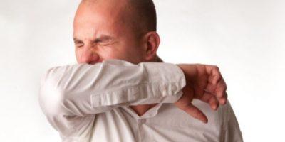 17. Estornudar en el brazo. De este modo disminuiremos los contagios de resfriados. Foto:Getty Images