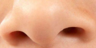 Esto debido a que si nos sonamos ambas a la vez, el moco podría irse al estómago. Foto:Getty Images