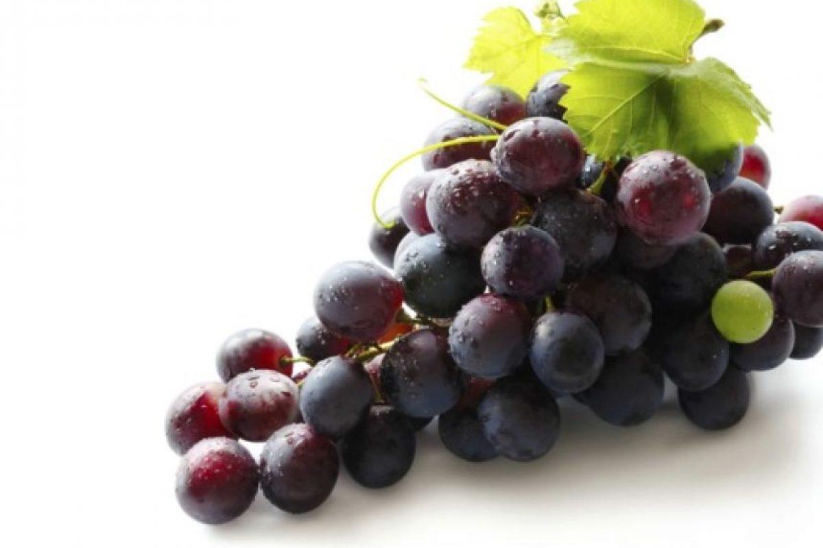 Se dice que si comemos las 12 uvas dentro de los 12 segundos antes del año nuevo, este traerá buena suerte. Foto:Tumblr.com/Tagged-uvas