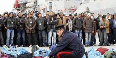 Agentes revisan embarcaciones. Foto:Publinews