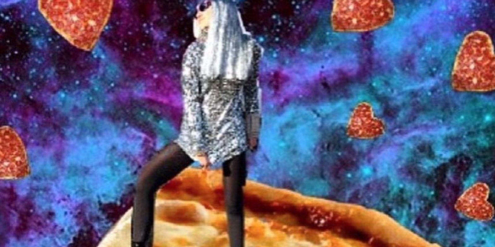 Viajar al espacio en una pizza Foto:Instagram/Miley Cyrus