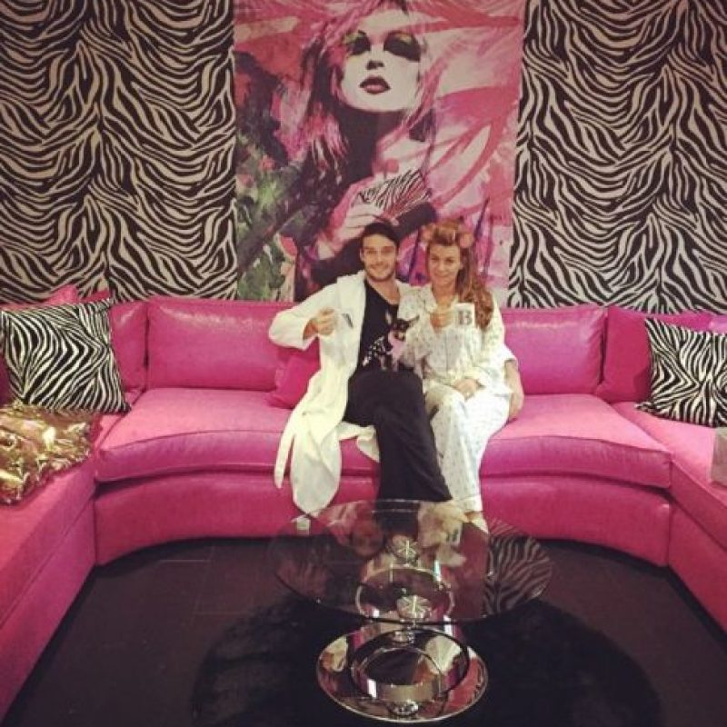 El sillón rosa de Andy Carroll y Billi Mucklow. Foto:instagram.com/billimucklow