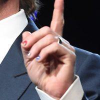 Y como un datelle, el actor llevaba esmalte de uñas Foto:Getty Images