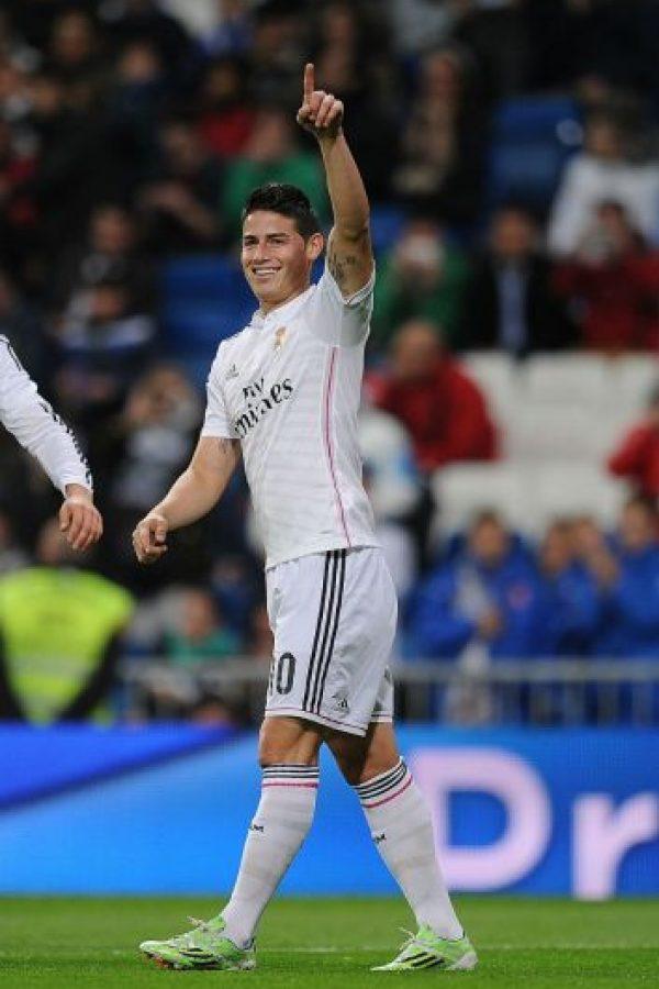La acción de James causó risas y aplausos en la tribuna de Mestalla Foto:AFP