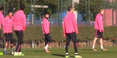 El uruguayo se molestó porque no le pudo quitar el balón al brasileño Foto:Youtube