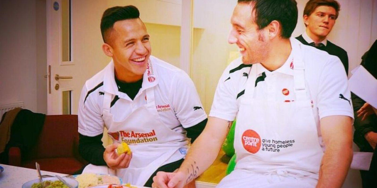 Alexis disfruta de una buena tarde con Santi Cazorla. Foto:twitter.com/Alexis_Sanchez