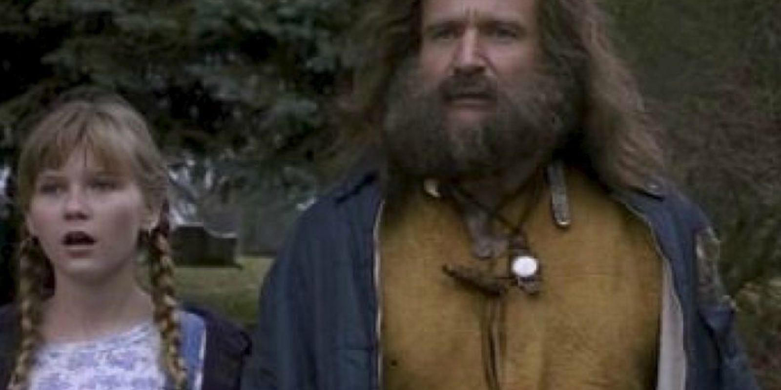 El desaparecido Robin Williams daba vida a Alan Parris. La cinta giraba en torno a un niño que quedaba atrapado durante 25 años en un juego de mesa mágico y muy antiguo llamado Jumanji. Kirsten Dunst fue la compañera de juegos del actor. Foto:TriStar Pictures