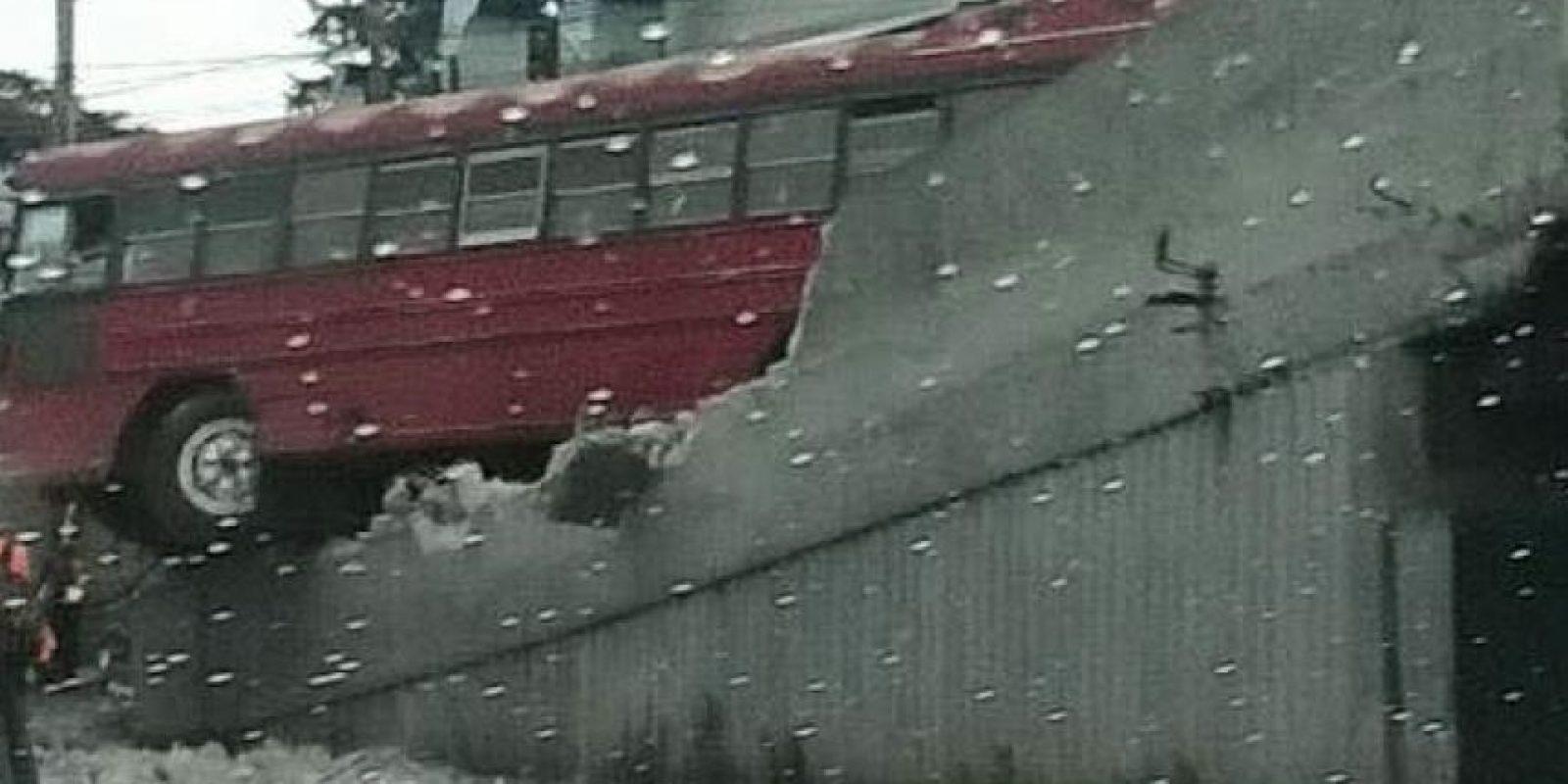 Al menos diez pasajeros han resultado heridos. Foto:PNC, Tránsito