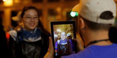 Sin embargo, en la encuesta también se descubrió que las mujeres suelen estar atentas por menos tiempo en conversaciones de pareja que en pláticas con amigos. Foto:Getty Images