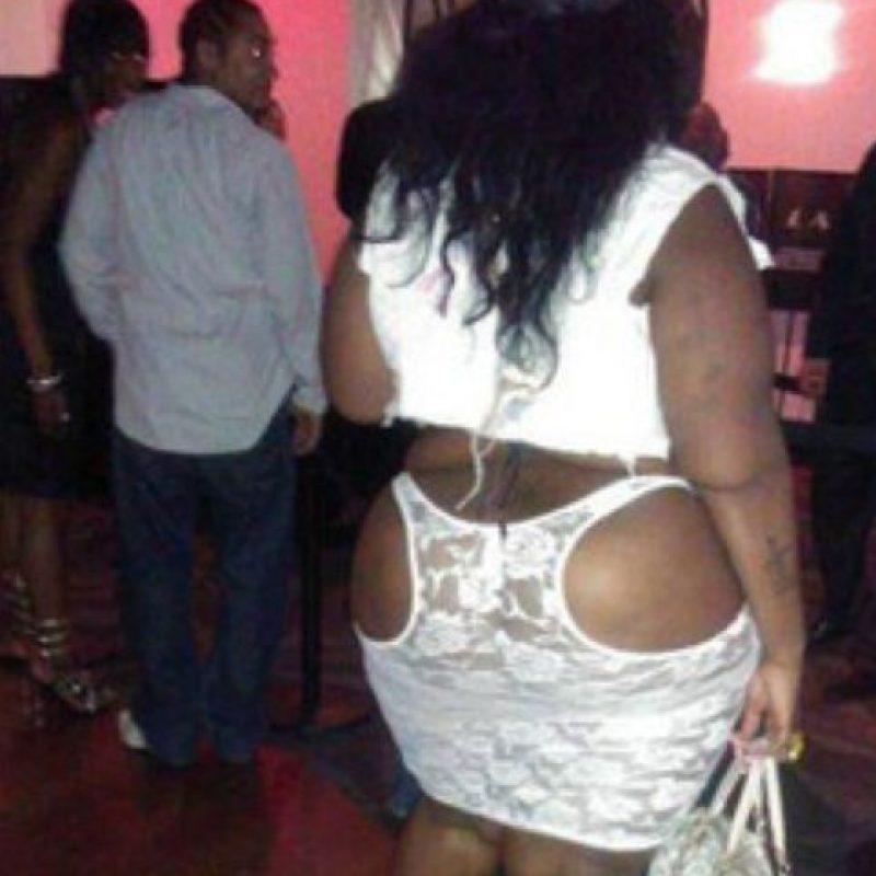 Mejor la blusa en el trasero. Foto:EmbarrassingNightClubPhotos