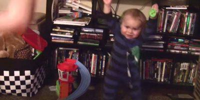 VIDEO: ¡Qué risa! Este bebé demuestra que es un verdadero fan de