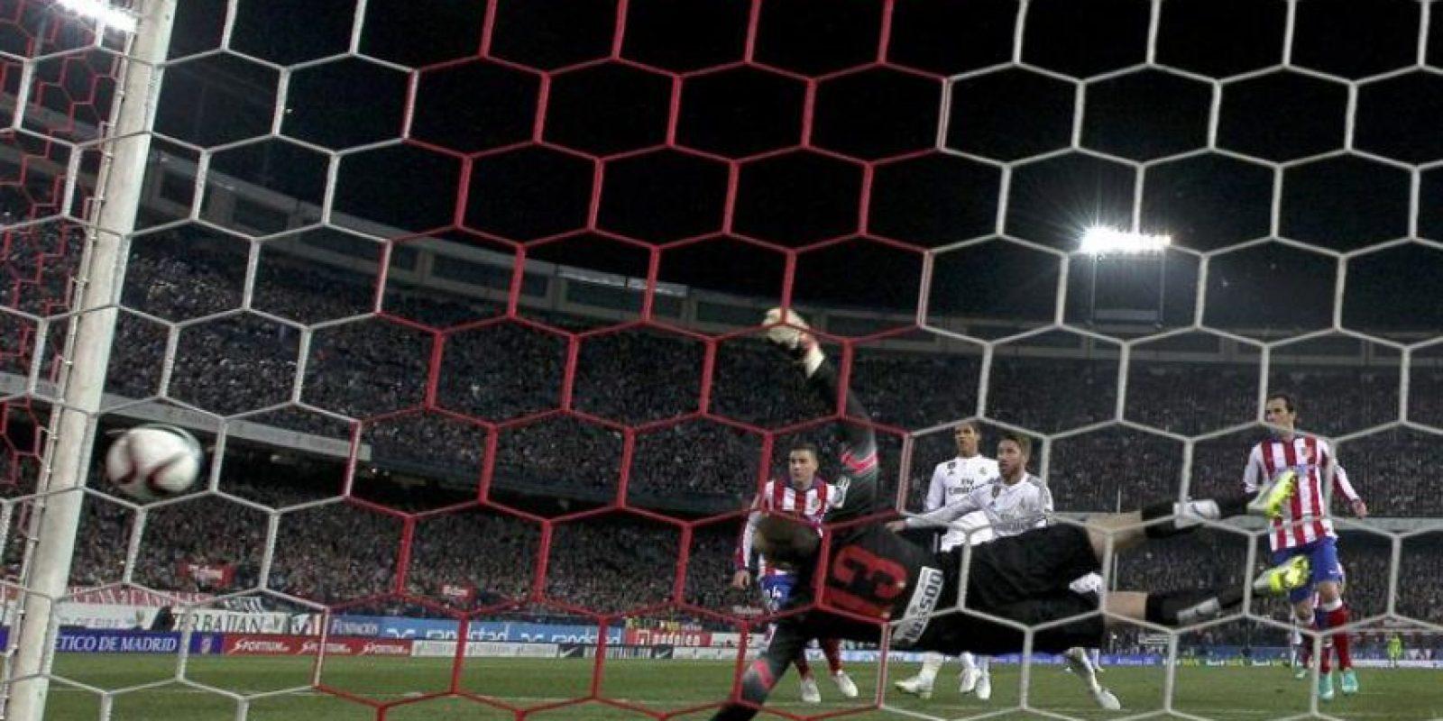 El Atlético buscará mantener su ventaja en el partido de vuelta que se jugará en el Santiago Bernabéu. Foto:EFE